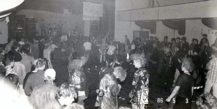 86-05-03-crowd-roxy