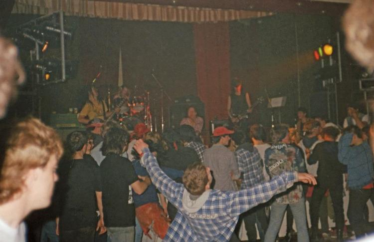 86-10-05 Heresy - Sharphill crowd (Jenny Plaits)