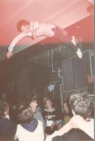 87-07-06 Suicidal stagedive (Sharphill ) by Kassie