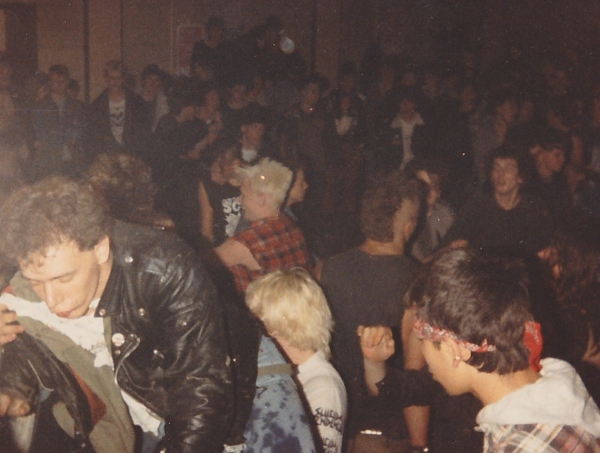 86-06-06-raw-power-crowd